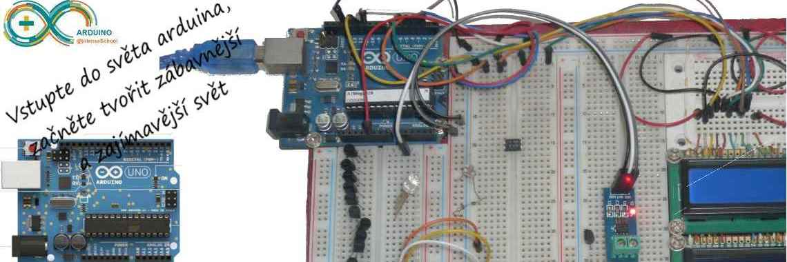 Arduino s velkou nepájivou prototipovací deskou a součástkami